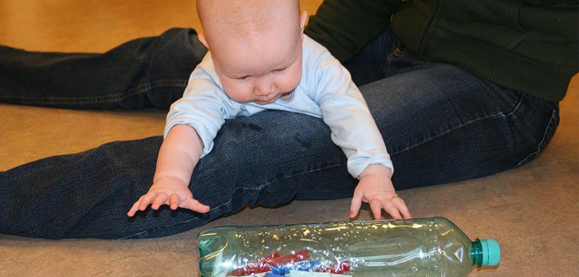 Bewegen met baby's spelenderwijs beweegkriebels | Confriends
